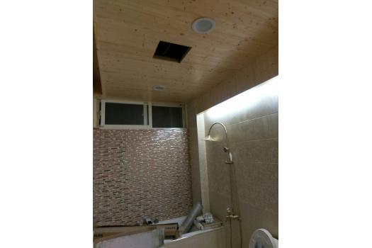 浴室裝修- 磁磚鋪貼及杉木天花板樣式